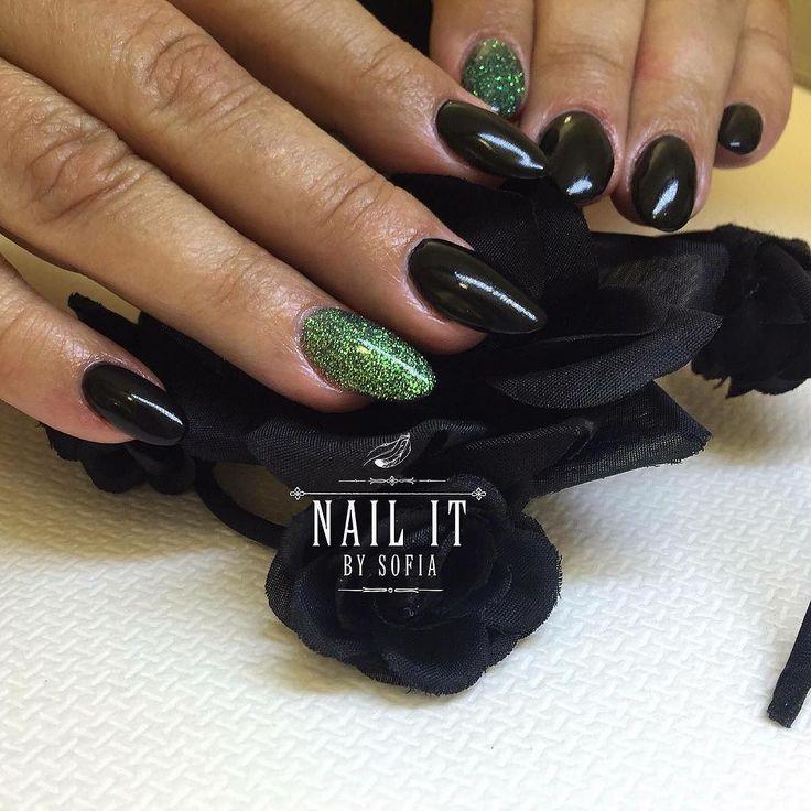 Bokningsinformation: Terapeut: @nailitbysofia  Salong tel: 031-21 77 77 Online: www.nailshape.se  FB: Nail Shape by Sweden Vi är även en SANSA-godkänd nagelskola med både grund- och vidareutbildningar och du hittar mängder av grymma produkter i vår butik!  #nailprodigy #nagelterapeut #instagood #nailtech #follow #naglar #nails #nailsystems #fashion #nagelförlängning #nsi #nsinails #glitter #instanails #acrylicnails #akrylnaglar #beauty #beautiful #amazing #nailart #cute #naglargöteborg…