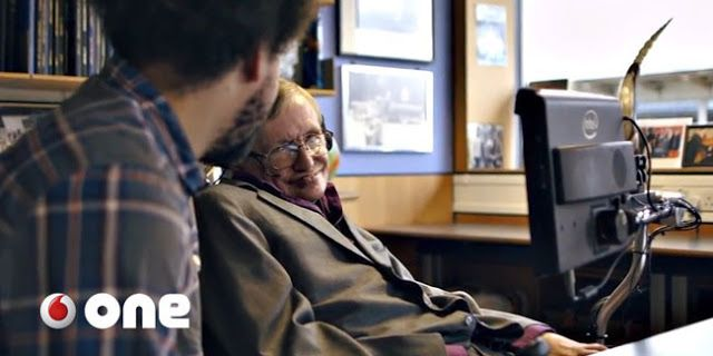 Stephen Hawking: La medicina no me curó así que me apoyo en la tecnología para comunicarme y vivir   Como el propio Hawking subraya en el siguiente vídeo con una voz sintética que es resultado de un ingenioso sistema de comunicación por el momento la medicina no ha podido curarme así que me apoyo en la tecnología para comunicarme y vivir.  Stephen Hawking es aficionado a apostar acerca del curso que seguirá la ciencia o el grado de acierto de sus teorías. Y casi siempre perdía. A pesar de su…