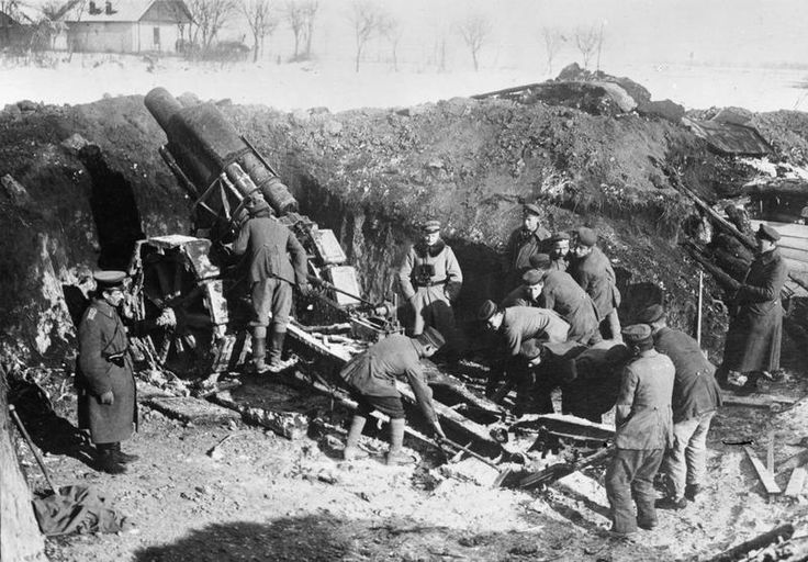 GERMAN ARMY EASTERN FRONT ROUMANIA (Q 23948)   A 21cm mortar in position on the Sereth. WW I