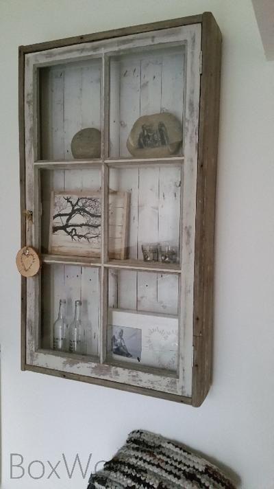 Bekijk de foto van jefsusan met als titel Mooie vitrinekast van oud hout en een oud raam en andere inspirerende plaatjes op Welke.nl.