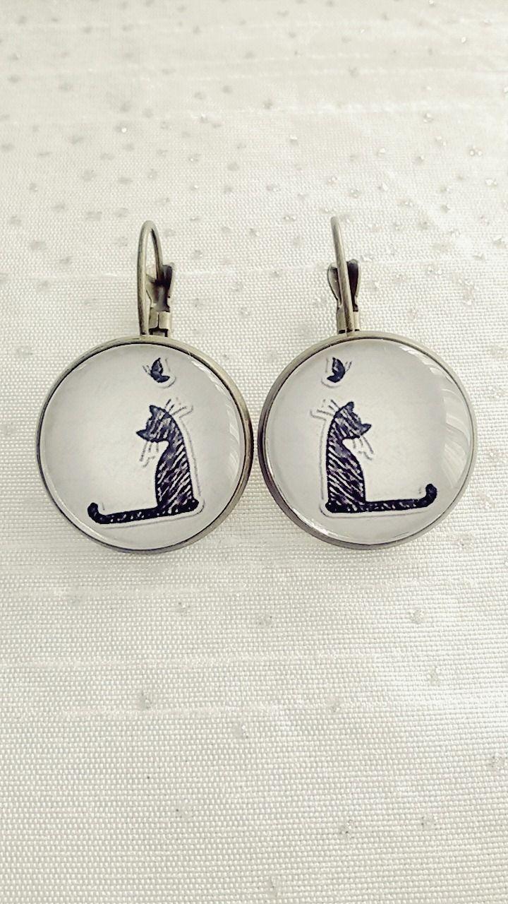 Boucles d'oreilles cabochon chat noir avec un papillon : Boucles d'oreille par soo-happy