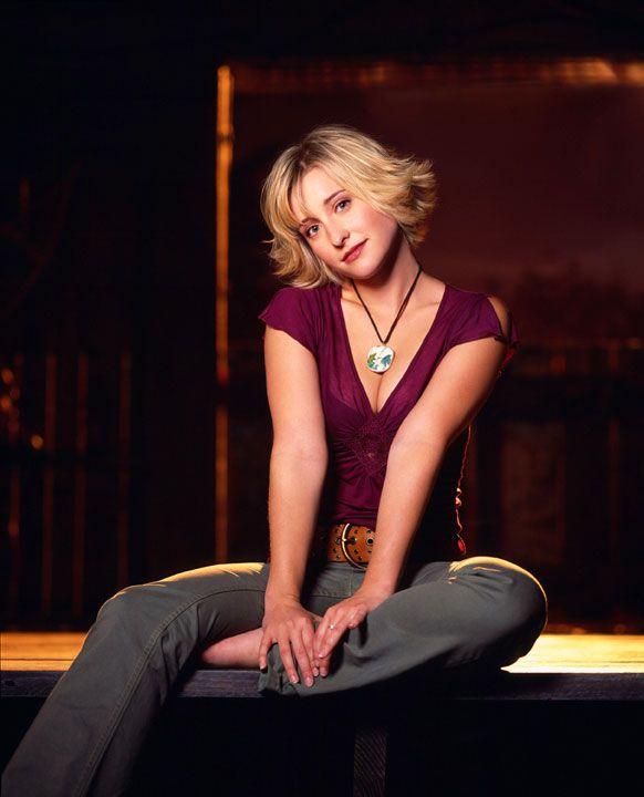 Allison Mack as Chloe Sullivan in Smallville.