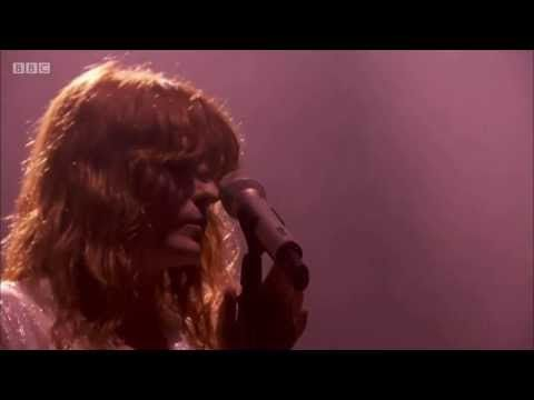 Watch Florence + The Machine Cover Foo Fighters While Filling In For Them At Glastonbury - Stereogum