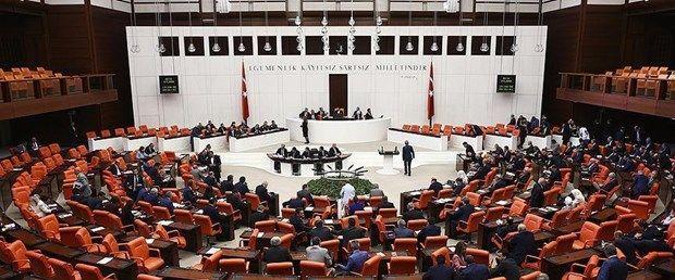 Yüksek Seçim Kurulu (YSK), referandumla kabul edilen anayasa değişikliğiyle 600 olan milletvekili sayısına göre illere dağılım yaptı. 32 ilin milletvekili sayısı arttı. Milletvekili sayısında en çok artış, İstanbul ve Ankara'da oldu. Ankara'nın seçim bölgesi sayısı 3'e, Bursa'nınki 2'ye çıktı.