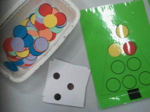 Mettre autant de ronds que ce que le dé indique (possibilité d'ajouter une contrainte supplémentaire avec un dé couleur)