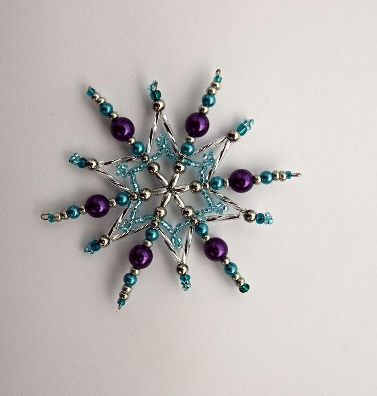 Vánoční hvězda Vánoční hvězdička z korálků a perliček na pevné drátěné konstrukci , velikost 10 cm v barvách stříbrná fialová tyrkysová