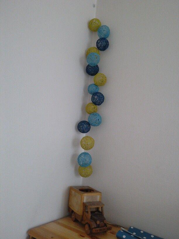 DIY guirlande en boules de fil de coton pour crochet. Réalisation ClaireDeLune
