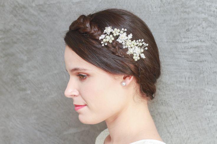 Peineta para novias Cayetana de flores de perlas con ramas de brillantes