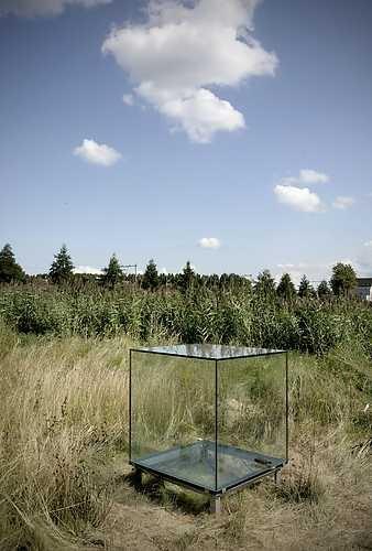 Sarah van Sonsbeeck, One cubic meter of silence (2009). © Gert Jan van Rooij, Museum De Paviljoens