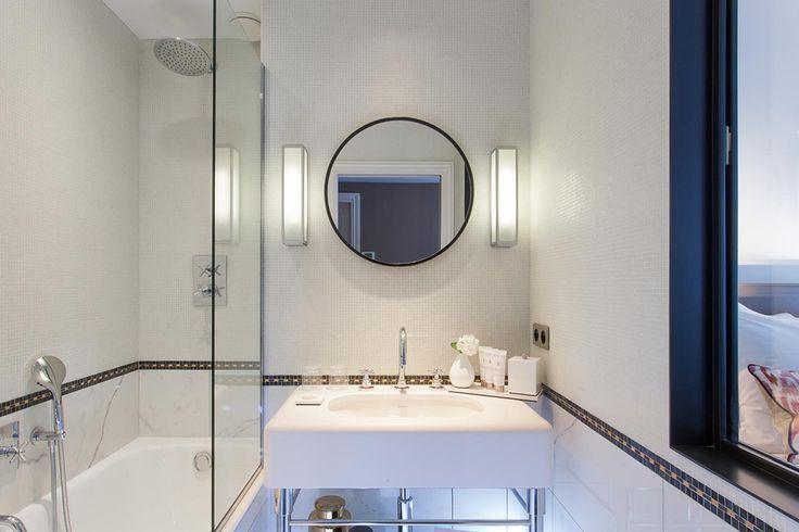 Second jour in the bathroom at the Hôtel La Tamise in Paris #latamisehotelparis
