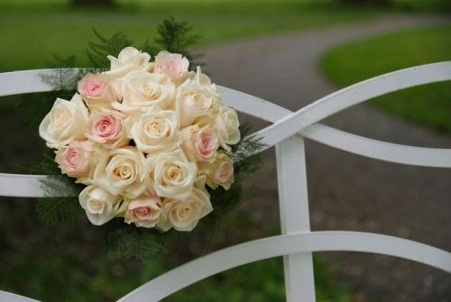 Bruidsboeket 8  Romantisch boeket met lichtroze en champagne kleurige rozen