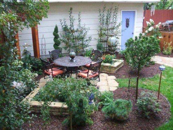 Small Bacyard With Minimalist Garden
