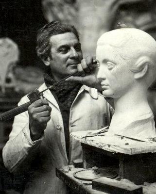 Paul Belmondo, Sculpteur français, 1898-1982, père de Jean-Paul Belmondo, Comédien  http://lesptitsbleusdartemisia.blogspot.com/2010/11/pere-de_09.html