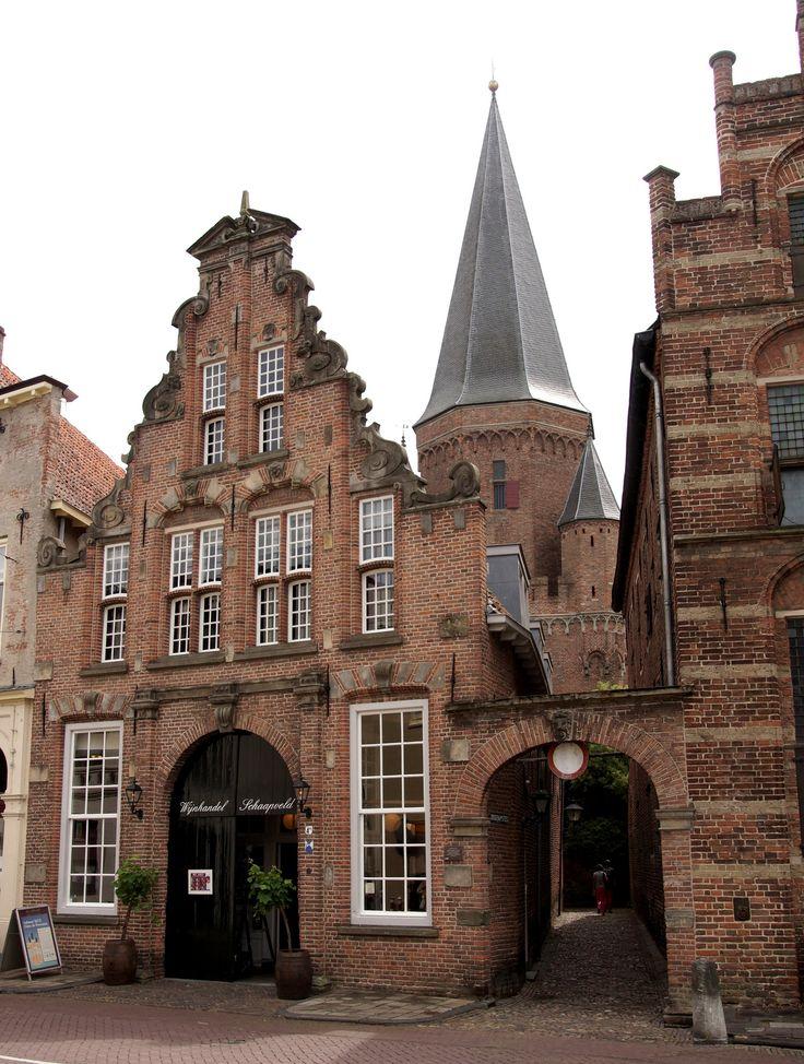 Zutphen - is een stad (Hanzestad) in de Nederlandse provincie Gelderland, aan de…