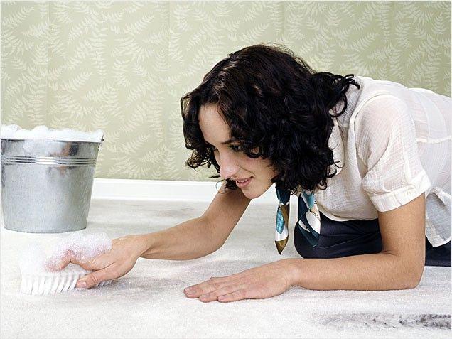 Как убирать ковер. Удалить запах мочи с ковровых