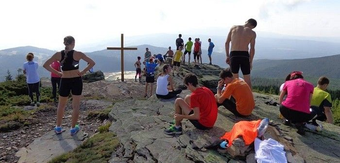 Közösségi futás Székelyudvarhelyen. Az elmúlt két hónapban, egy komoly csapatmunkának köszönhetően jöhetett létre egy olyan program megvalósítása, mely által futófelszerelésekkel gazdagodott Székelyudvarhely futóközössége. OLVASS TOVÁBB!