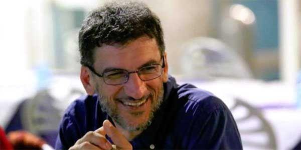 In partenza per Lampedusa per l'iniziativa Adotta uno scrittore del Salone del Libro di Torino con il sostegno della fondazione Con il Sud, Fabio Stassisi è dichiarato felice di andarci come bibliotecario,  ...