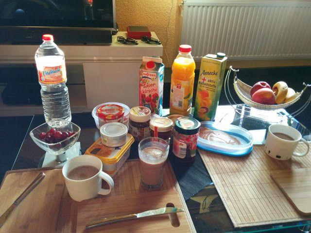 Tanja zeigt uns mit diesem Bild des Frühstücktisches, dass vegane Ernährung sogar Kakao zulässt ;)  http://7-bergen.blogspot.de/2014/11/vegan-wednesday118.html