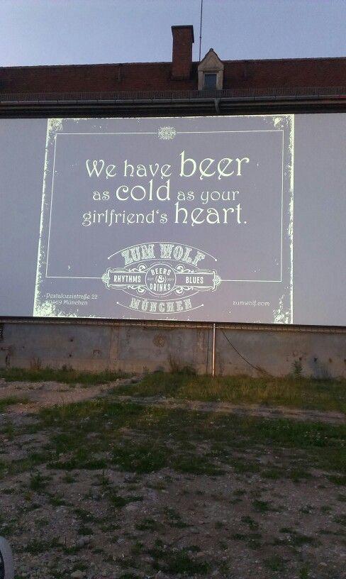 We have beer as cold as your girlfriend's heart! Freiluftkino, Sommer, schöne Zeit genießen mit einem kühlen Bier