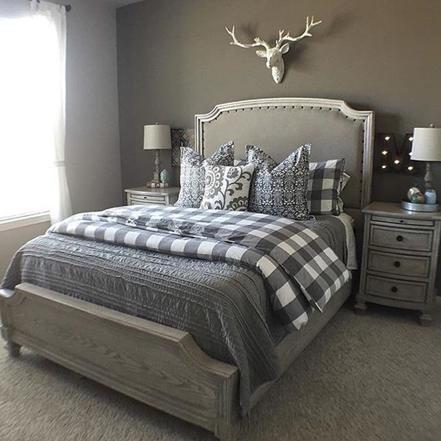 Simplistic Grey Master Bedroom: Farmhouse Bedroom