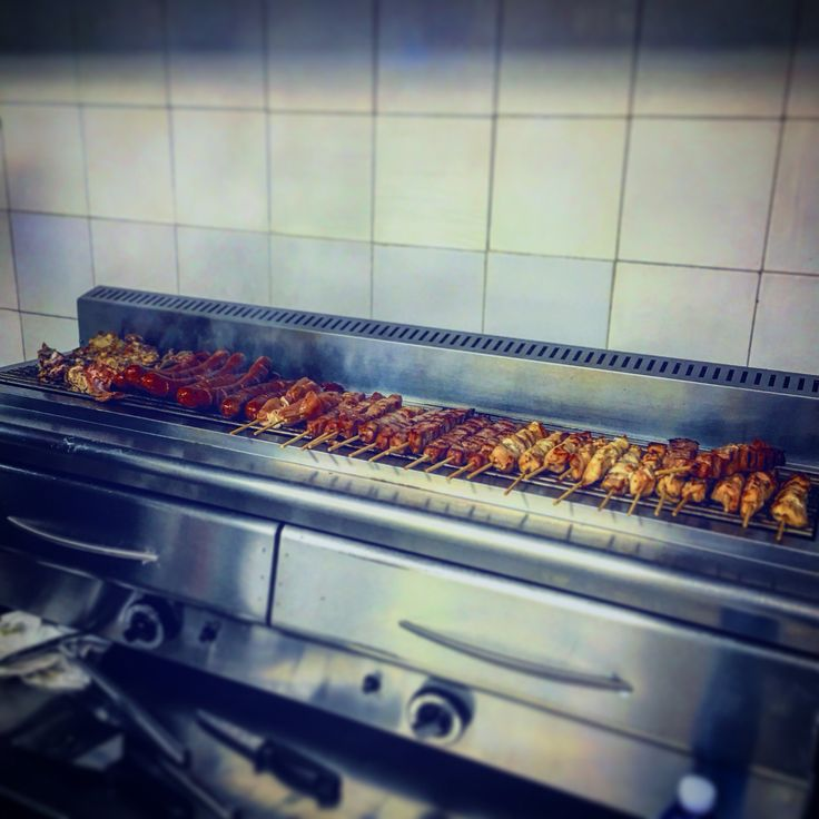 #domenicaapranzo #tavernamykonos #tavernamykonosreggioemilia #grigliata #mangiaregreco #suflaki #paidakia #lukaniko #ristorantegreco #rispettaletradizioni #mangiaregreco #greekfood #greece #Grecia #greekstyle #greektradition #greeklife
