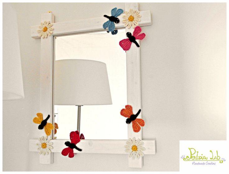specchio libellula, con cornice in legno e decorazioni ad uncinetto, by Pentria Lab, 60,00 € su misshobby.com