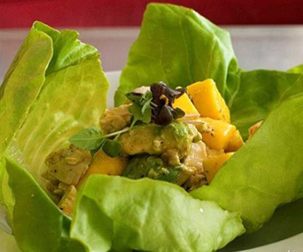 Marul Yaprağında Avokado SalatasıMalzemeler;    2 adet olgun avokado    10-12 adet kiraz domates    6-7 adet marul yaprağı    Yarım limon suyu    2 çorba kaşığı zeytinyağı    1 çorba kaşığı sirke    1 tatlı kaşığı pul biber    Hazırlanışı;    Yazının Devamı: Marul Yaprağında Avokado Salatası | Bitkiblog.com  Follow us: @bitkiblog on Twitter | Bitkiblog on Facebook