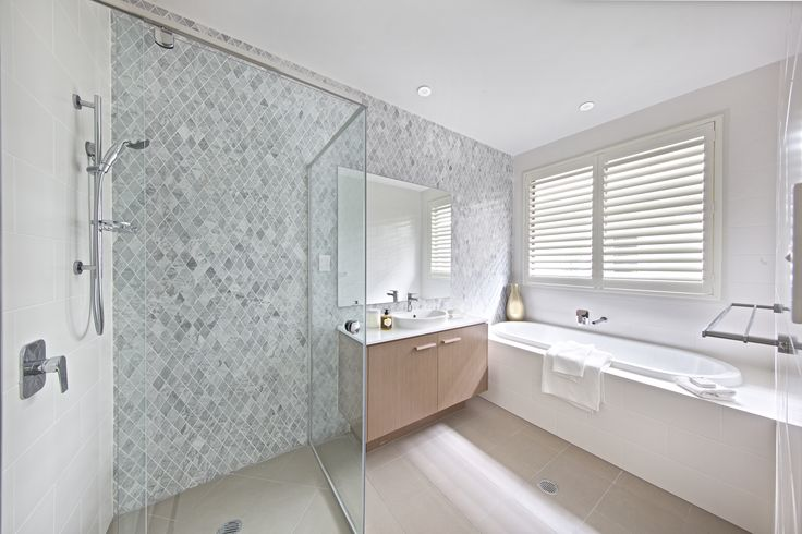 Clarendon Homes. Terracedale 28. Main bathroom with tiled feature wall in the shower.