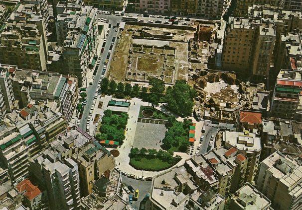 H σύγχρονη πλατεία Ναυαρίνου με τα ερείπια του ανακτόρου του Γαλέριου. Στα χρόνια της Ρωαμαιοκρατίας ήταν το πολιτικό και διοικητικό κέντρο της Βαλκανικής