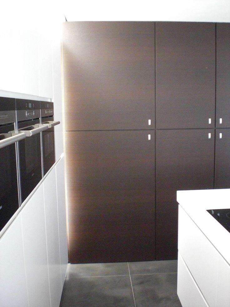 17 beste idee n over wit grijze keukens op pinterest kabinet kleuren grijze keukenkastjes en - Grijze wand taupe ...