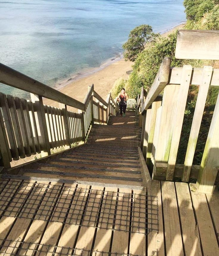 Cracked out the Kennedy Park stairs over the weekend with @vision_pt_takapuna! First time in aggggges and forgot what a helluva good work out they are 😅😅 3 days later and the calves are still screaming so make sure you stretch! 🚶#16daysuntilbali