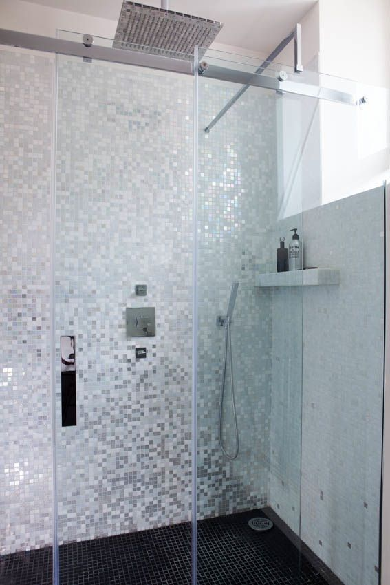 Meer dan 1000 idee n over moza ek badkamer op pinterest badkamer vloertegels keuken - Mozaiek douche ...
