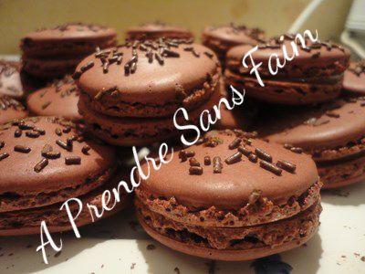 A Prendre Sans Faim: Macarons au chocolat façon Alain Ducasse http://www.aprendresansfaim.com/2014/07/macarons-au-chocolat-facon-alain-ducasse.html