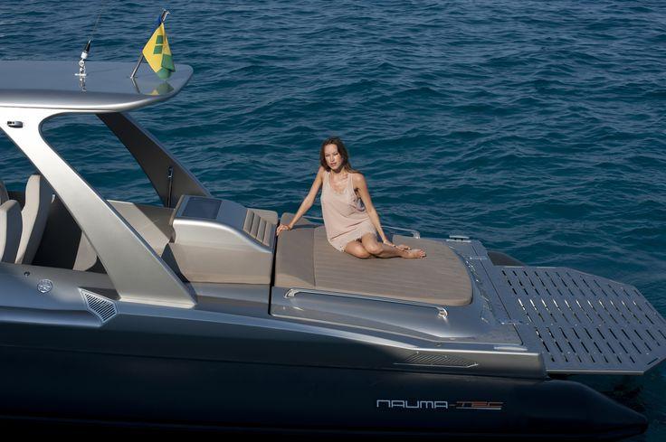 The Super RIB Naumatec Freccia 1200 Run Away Tender to Canados 120 Far Away   #Naumatec #Freccia1200 #Tender #Luxurytender #Luxury #FedericoFiorentino #Yacht #Yachtdesign #Design #RIB #Gommone #Canados