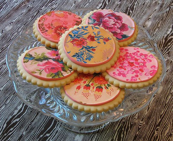 from Aaryn West's blog, amazing designs on food: Cake, Pretty Cookies, Food, English Gardens, Floral Cookies, Decorated Cookies, Beautiful Cookies, Dessert