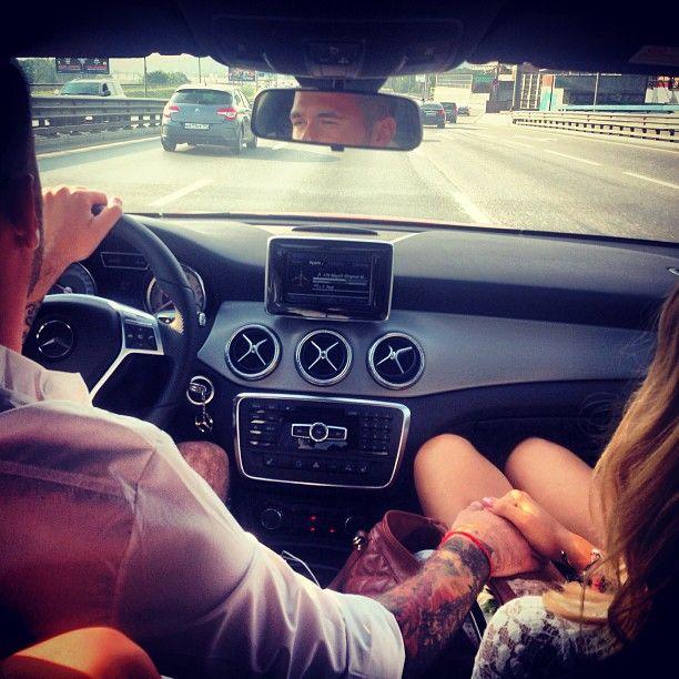 девушка с парнем в машине - 8