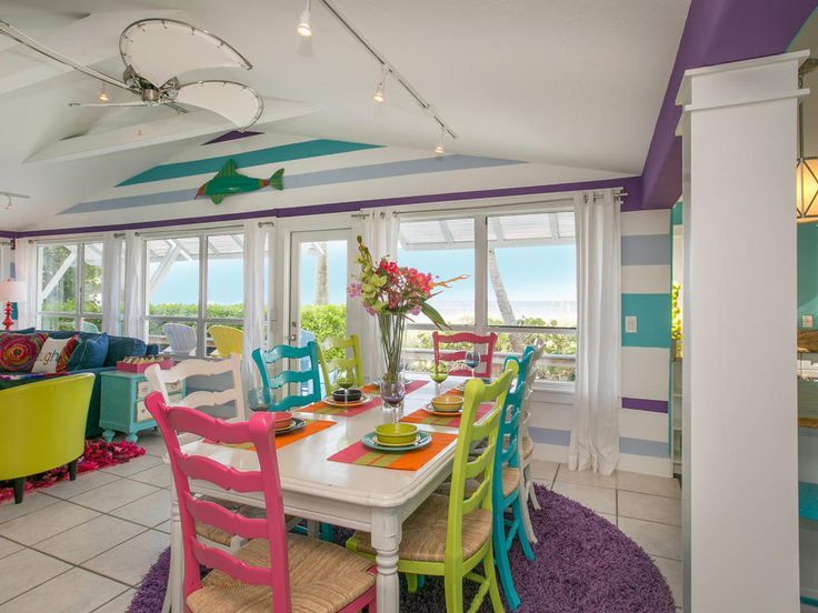The vivid colours in Limefish's dining room create the perfect setting for a family dinner in this inviting coastal villa. Watch the sun set from the privacy of this coastal retreat!