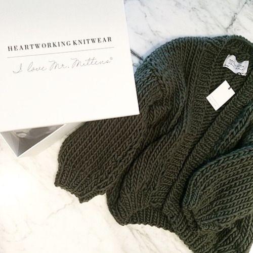 Deliveries @nadsirose ❤️ #bigknits #heartworking #knitwear #australia #packaging #ilovemrmittens #thecardigan