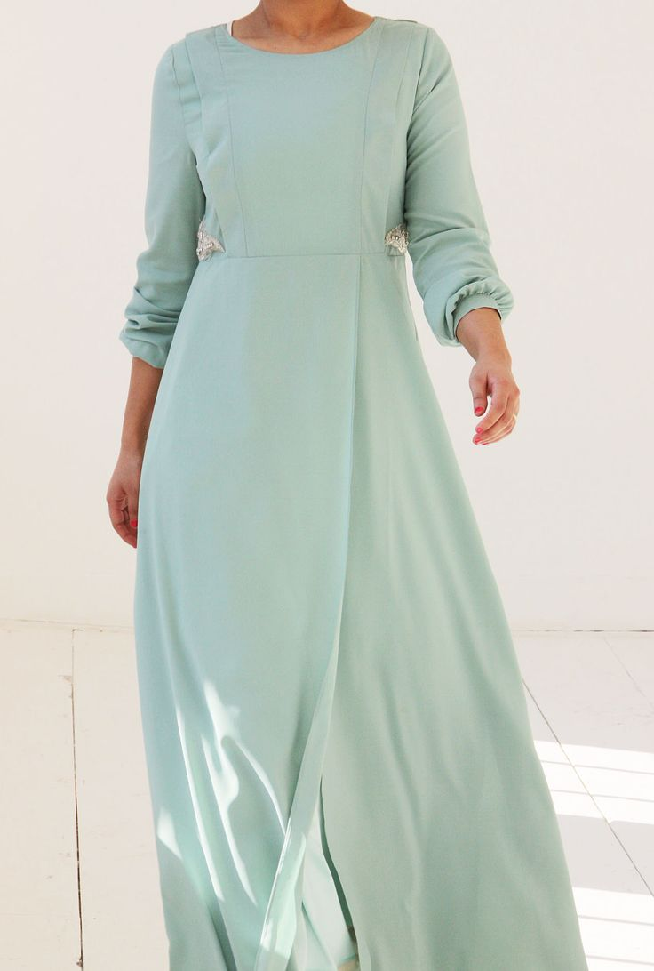 Islamitische mode. Pastel groene abaya dress in chiffon. Islamic fashion. www.moumina.com
