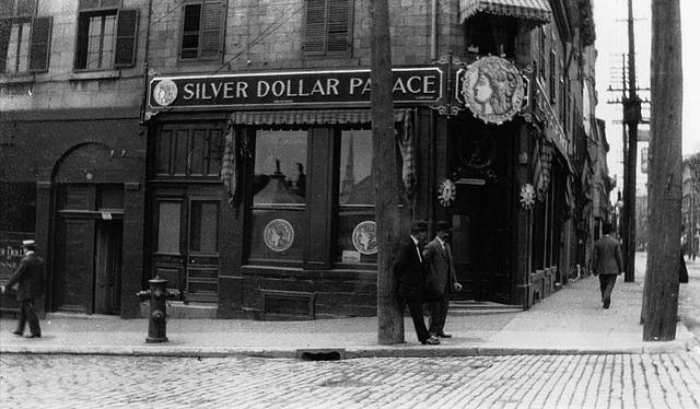 Vieux-Montréal 1914... rue Notre-Dame O./Place Jacques Cartier