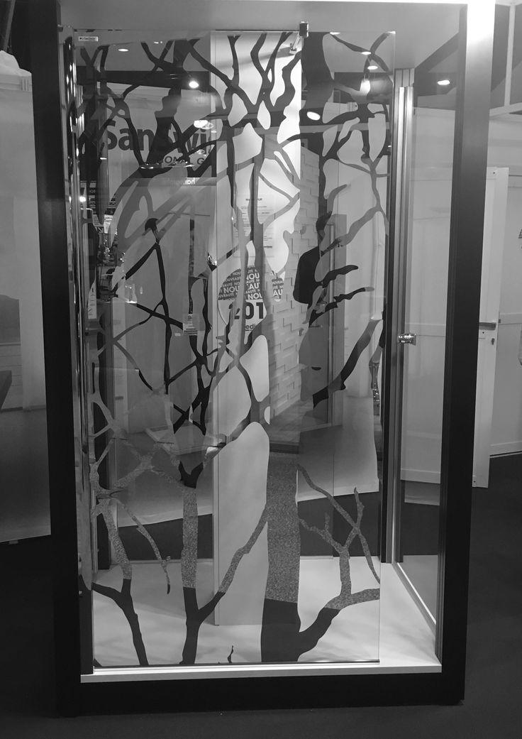 Votre douche devient une œuvre d'art ! Retrouvez cette paroi fixe dans nos agences Gedimat Derrey.