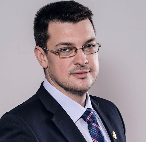 Ovidiu Raețchi, deputat PNL: Victor Ponta a dat ordonanța sa-și rezolve plagiatul - Vreaudreptate