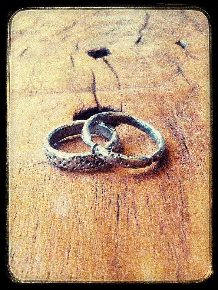 Anelli in acciaio artigianali.. #itesoricoloniali #iron #rings #pendants #reggioemilia #collane #anelli #ciondoli #piastrine #arredamenti #acciaio #stonewashed