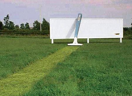 Některé billboardy mají i vtip.