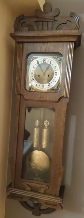1 600 zł: Stary zegar wagowy Junghans . Mechanizm sprawny , sygnowany . Wahadło , wagi , tarcza w stanie idealnym . Skrzynia dębowa , nie zniszczona w oryginalnym stanie . Gong strunowy. Wymiary : 116/36/16cm ....