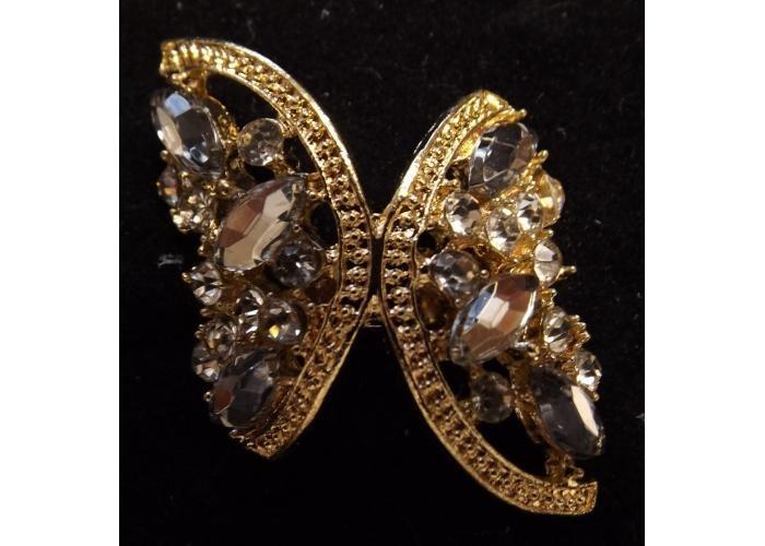 Anillo dorado y piedras transparentes
