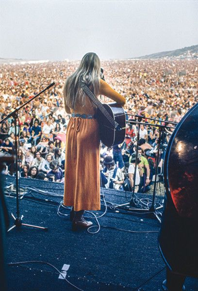 Joni Mitchell performing at the Isle Of Wight Festival in 1970