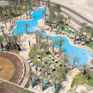 Курортный спа-отель David Dead Sea располагает большим открытым бассейном, крытыми серными бассейнами, 3 ресторанами и спа-салоном. К услугам гостей отеля David Dead Sea & Spa стильные номера с панорамным видом на море и горы с собственных балконов.