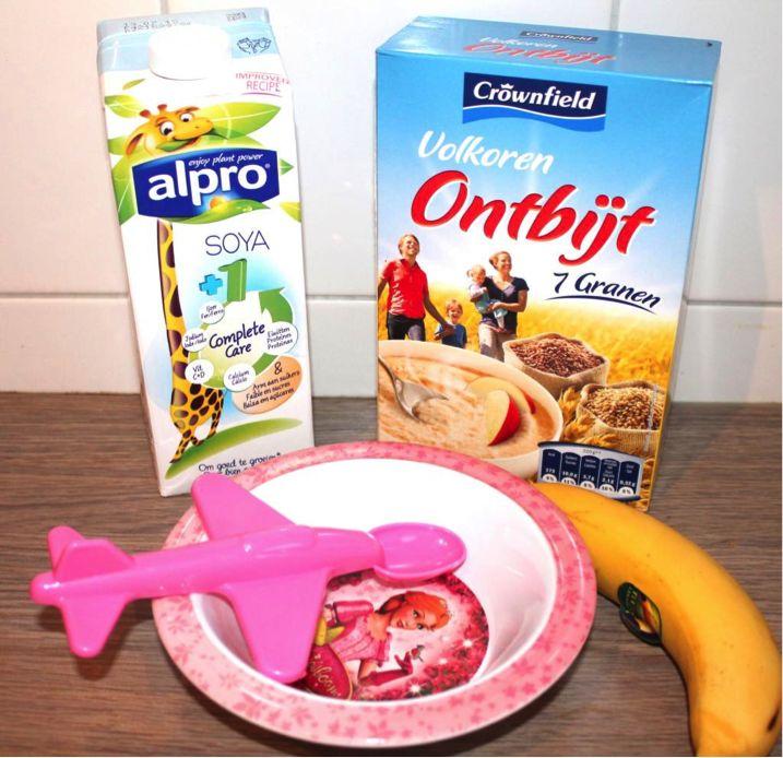 Gezond Ontbijt van Pap voor een baby vanaf 6 maanden. Gezond, voedzaam, lekker babyhapje dat lactosevrij is en fruit en eiwitten bevat