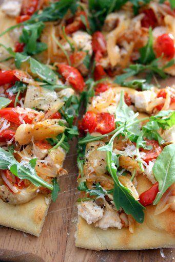 The Culinary Tribune › Garlic Chicken and Arugula Flatbread<br />ガーリックチキンとルッコラのピザ